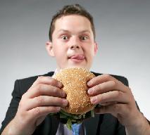 Co najczęściej jadamy, będąc w pracy?