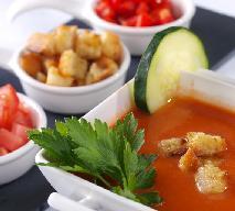 Zupa pomidorowa z Andaluzji: przepis na lekką pomidorówkę
