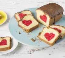 Ciasto z ukrytym sercem: przepis na ciasto z niespodzianką