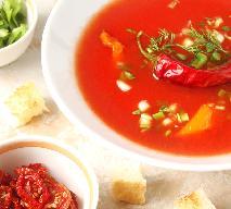 Zupa pomidorowa z suszonymi pomidorami i bazylią