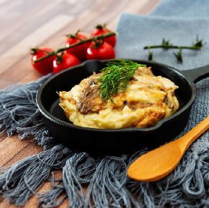 Wieprzowina z ziemniakami zapiekana pod majonezem