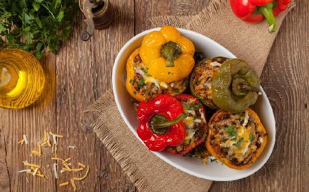 Papryki nadziewane mięsem z menu beszamel