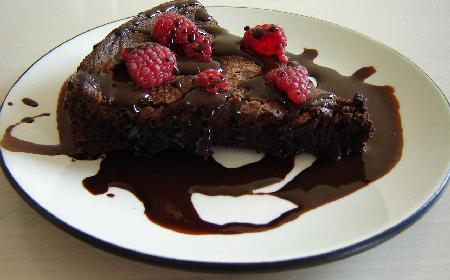 Przepis na tanie ciasto czekoladowe z 2 składników