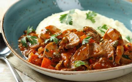 Ozorki w sosie pomidorowo-kaparowym: sprawdzony przepis