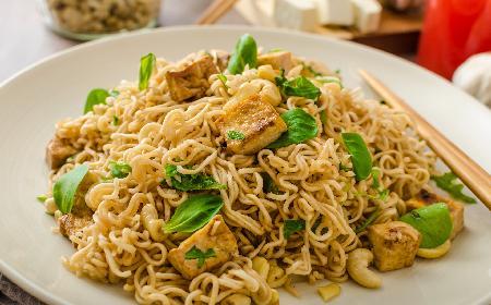 Sałatka z zupek chińskich: przepis