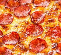 Oszukana pizza na szybko bez drożdży: mniej kalorii, więcej smaku