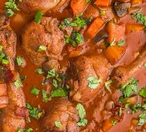 Kurczak duszony w sosie z warzywami: sycący i obfity przepis kuchni wiejskiej