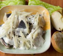 Śledzie pod jabłkowo-jogurtową pierzynką: smaczne danie na codzień i od święta