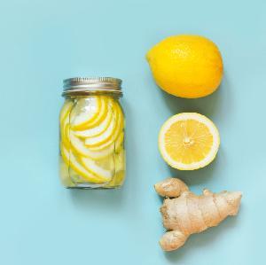 Cytryna z imbirem do słoika: łatwy przepis na zdrowy syrop do herbaty