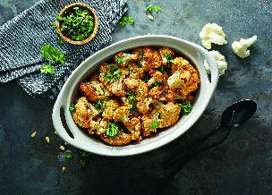 Sałatka z pieczonego kalafiora i ziemniaków