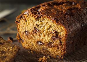 Rewelacyjny keks bez jajek: przepis na ciasto z masłem orzechowym i czekoladą