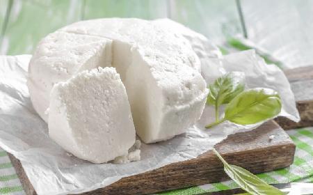 Dlaczego warto jeść biały ser? Wartości odżywcze nabiału