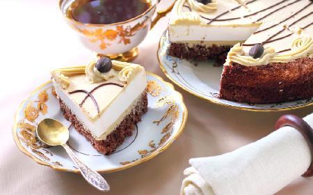 Tort Cappuccino: przepis na ciasto z kremem kawowym