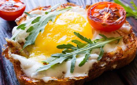 Grzanki z pomidorami i jajami - zaproś przyjaciół na śniadanie