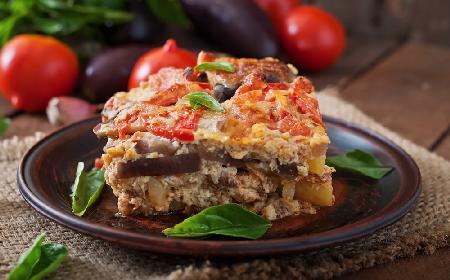 Jak przyrządzić musakę - tradycyjne danie kuchni greckiej, idealne na polską zimną jesień?