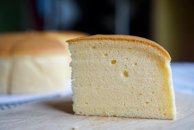 Puszysty sernik bez mąki i kaszy manny: bezglutenowy przepis diety ketogennej