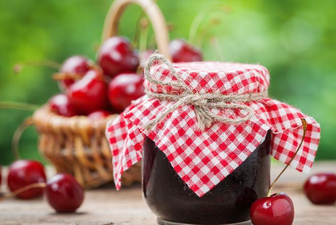 Dżem z czereśni - jak zrobić? Podajemy prosty przepis [WIDEO]